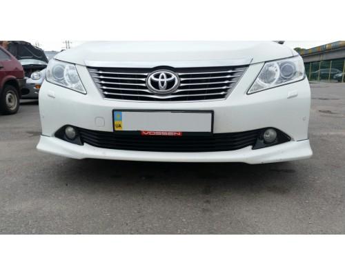 Накладка на передний бампер Toyota Camry 50