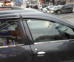 Lada Largus Нержавейка на уплотнитель молдинга стекла OmsaLine