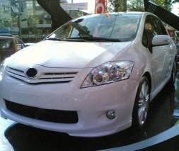 Накладка на передний бампер (под покраску) Toyota Auris 2007-2012